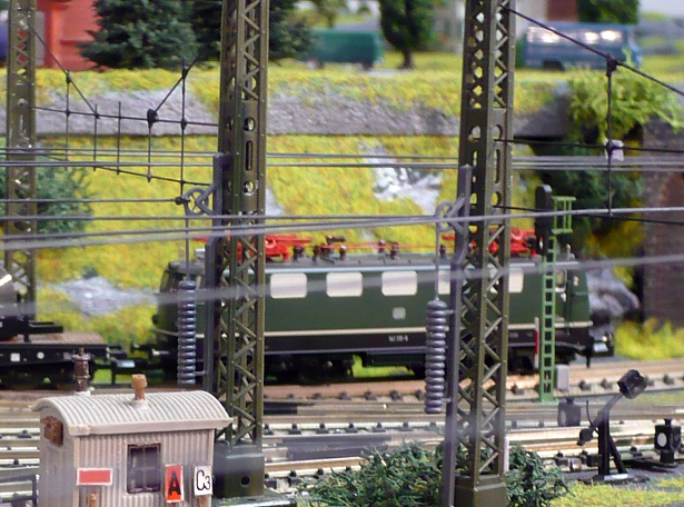 Cheap and easy: A perfect idea for catenary on N scale layouts on